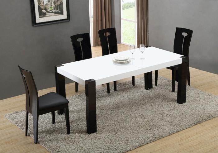 Tisch-mit-Stühlen-in-weiß-und-schwarz
