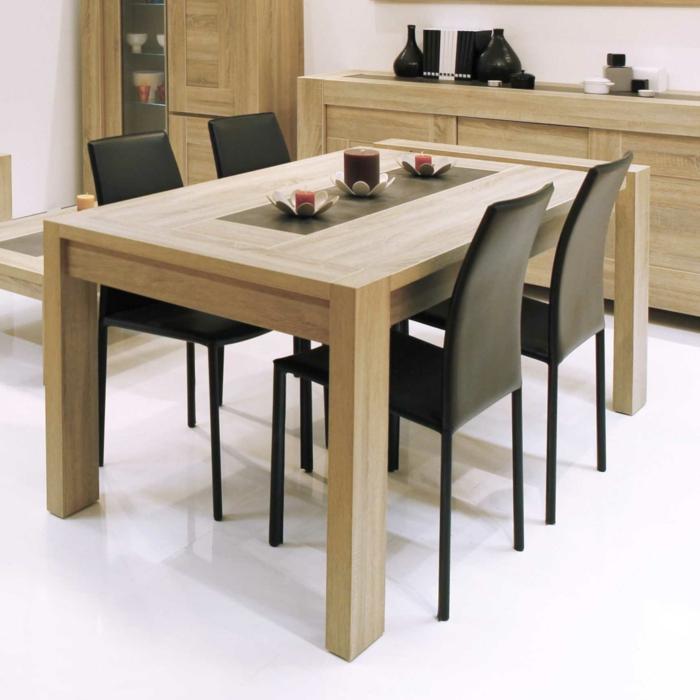 Tisch-mit-Stühlen-kerzen-hell-