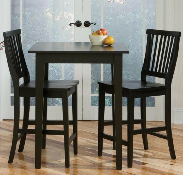 Tisch-mit-Stühlen-klein
