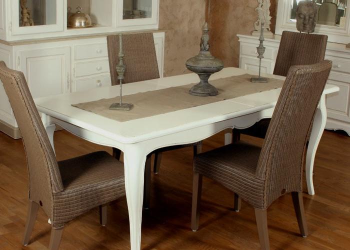 Tisch-mit-Stühlen-polyrattan-antik