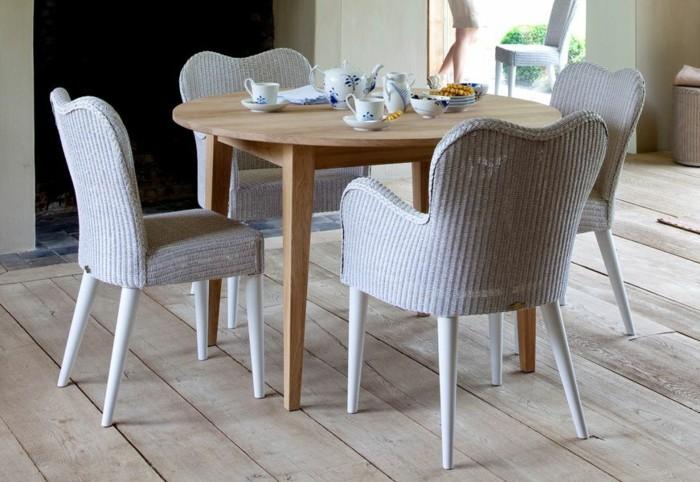 Tisch-mit-Stühlen-rattan-tee-set-rund