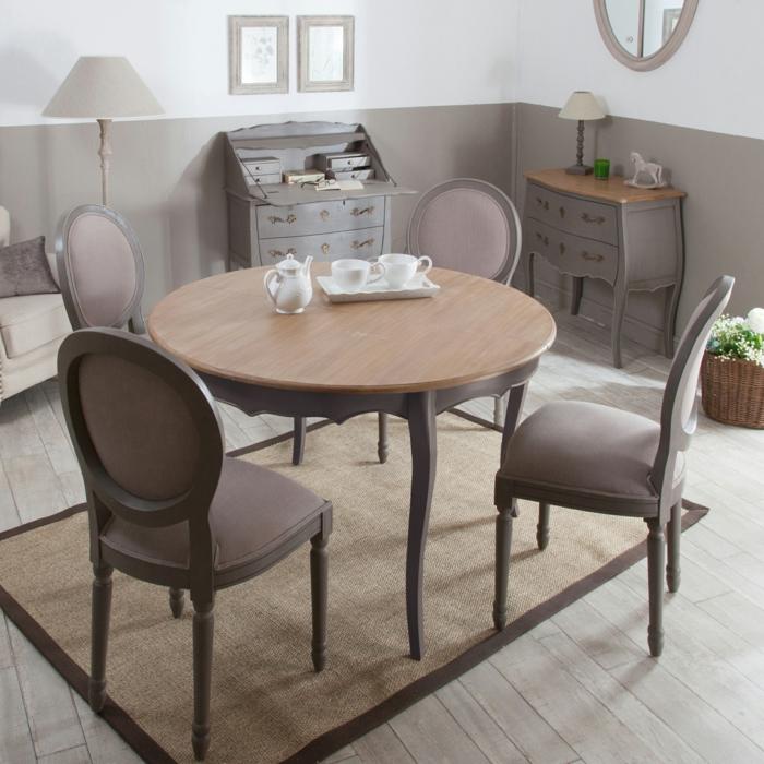 Tisch-mit-Stühlen-retro
