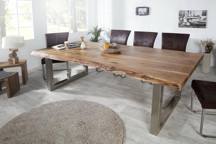 Tisch-mit-Stühlen-runder-teppich-leder