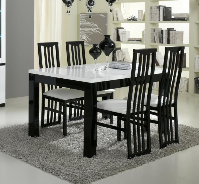 Tisch-mit-Stühlen-schwarz-weiß-grau-teppich