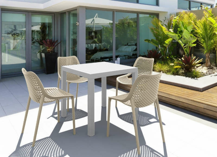 Tisch-mit-Stühlen-terrasse-polyrattan