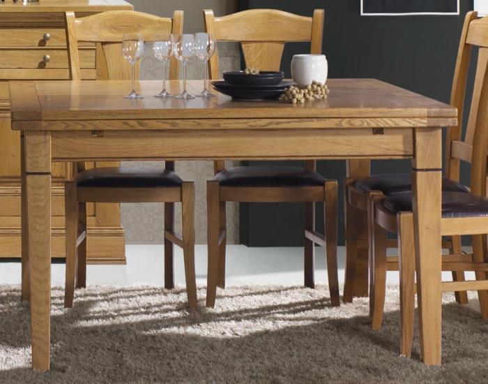 Tisch-mit-Stühlen-vier-gläser