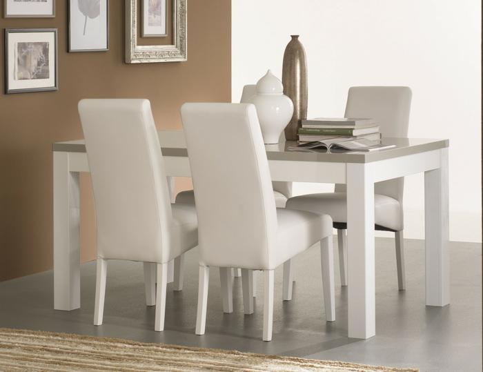 Tisch-mit-Stühlen-wanddekor