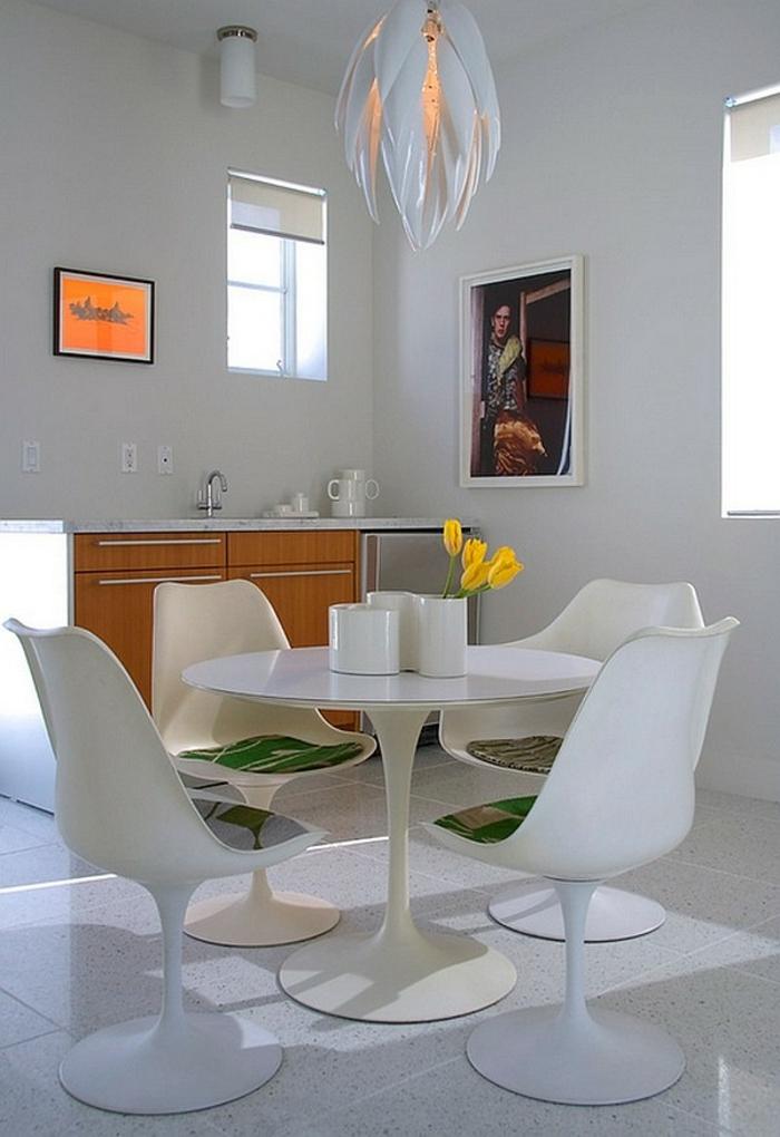 Tisch-mit-Stühlen-weiß-modern