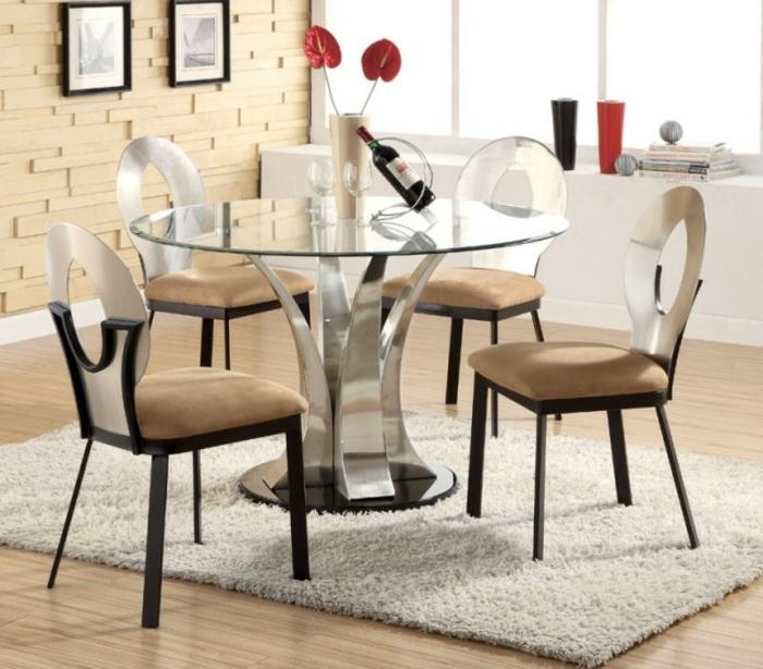 Tisch-mit-Stühlen-wein-hell-braun