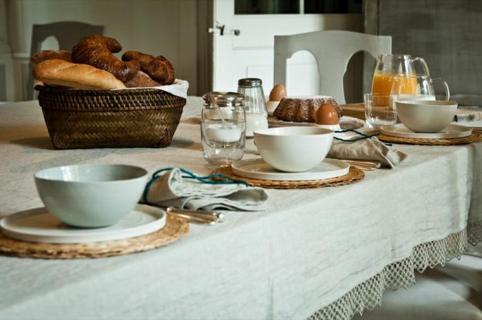 Tischdecke-Leinen-petrolblau-Geschirr-Frühstück