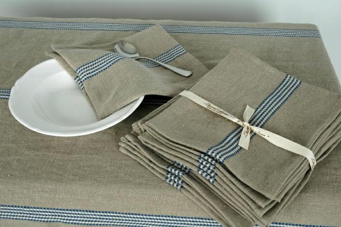 Tischdecke-naturales-Leinen-Teller-Löffel