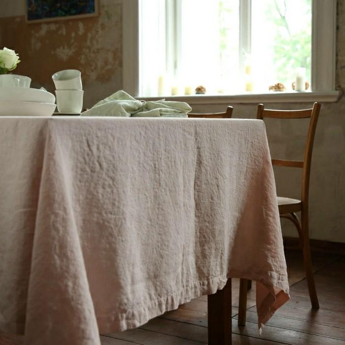 Tischdecke-naturales-Leinen-bleich-rosa-Geschirr-rustikale-Einrichtung