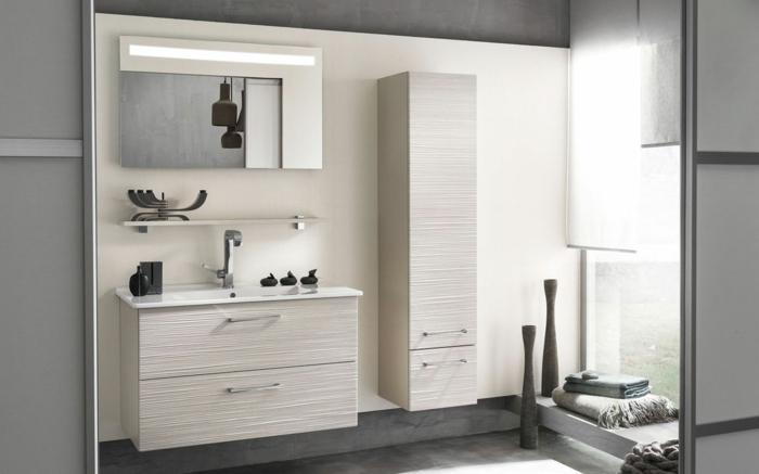 Wandschrank-für-Badezimmer-cremig-holz