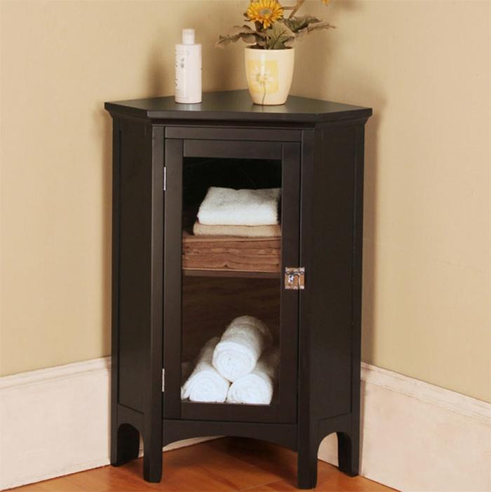 Wandschrank-für-Badezimmer-dunkel-blumentopf