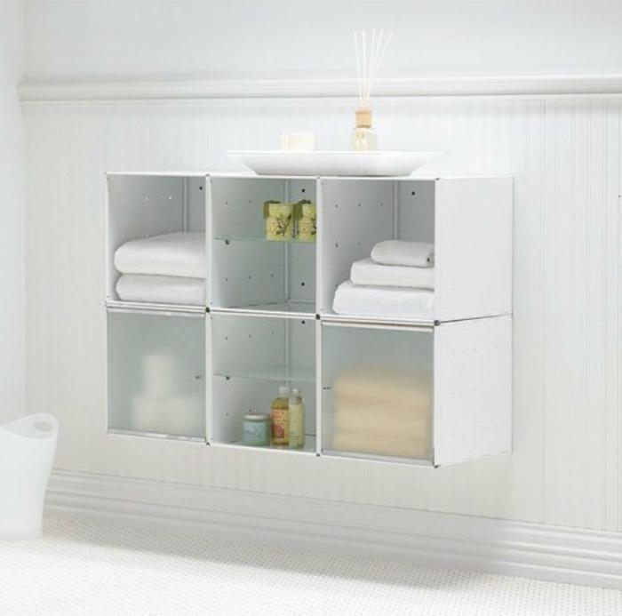 Wandschrank-für-Badezimmer-weiß-tücher