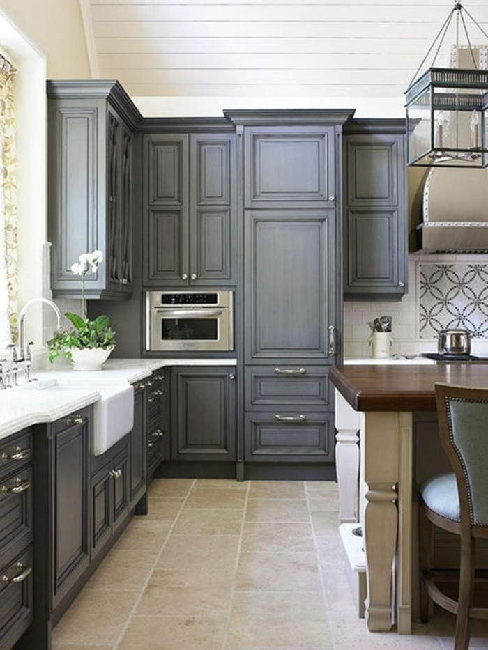 Wandschrank-für-Küche-antik-grau