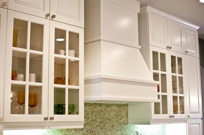 Wandschrank-für-Küche-glasschranktüren-mosaikflisen