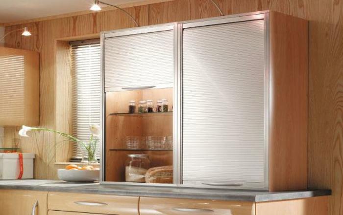 Wandschrank für Küche: glanzvolle Modelle und Muster