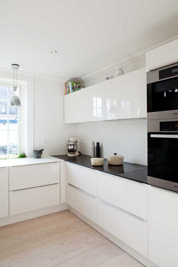 Wandschrank-für-Küche-monochrom