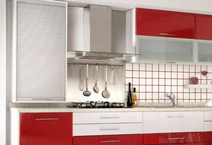 Wandschrank-für-Küche-rot-silber-weiß