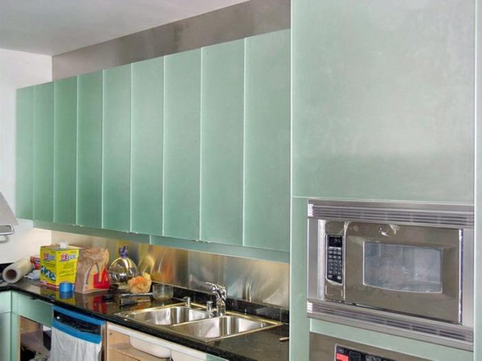 Wandschrank-für-Küche-silber