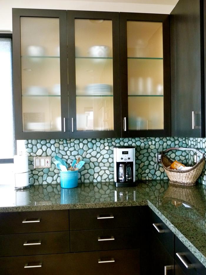 Wandschrank-für-Küche-türkis-stein