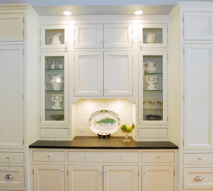 Wandschrank-für-Küche-weiß-glaß-türen