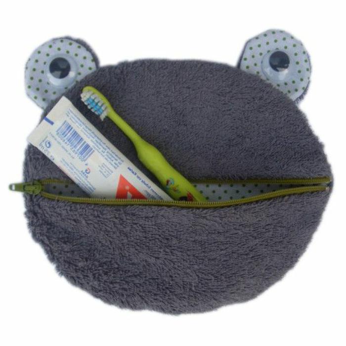accessoires-nähen-und-stricken-eine-tasche-frosch