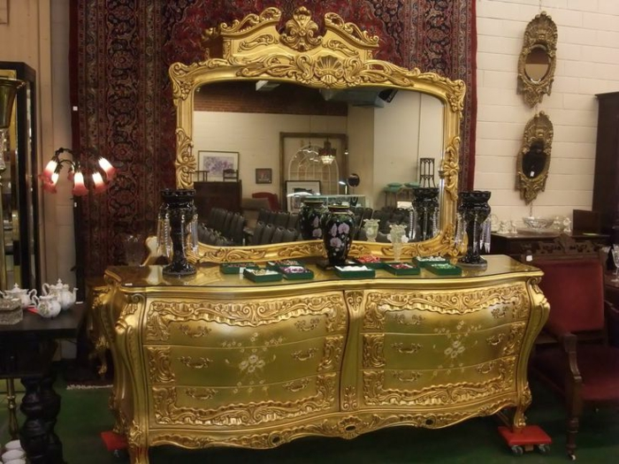 antike-kommoden-golden-Spiegel-prachtvoll-großartig
