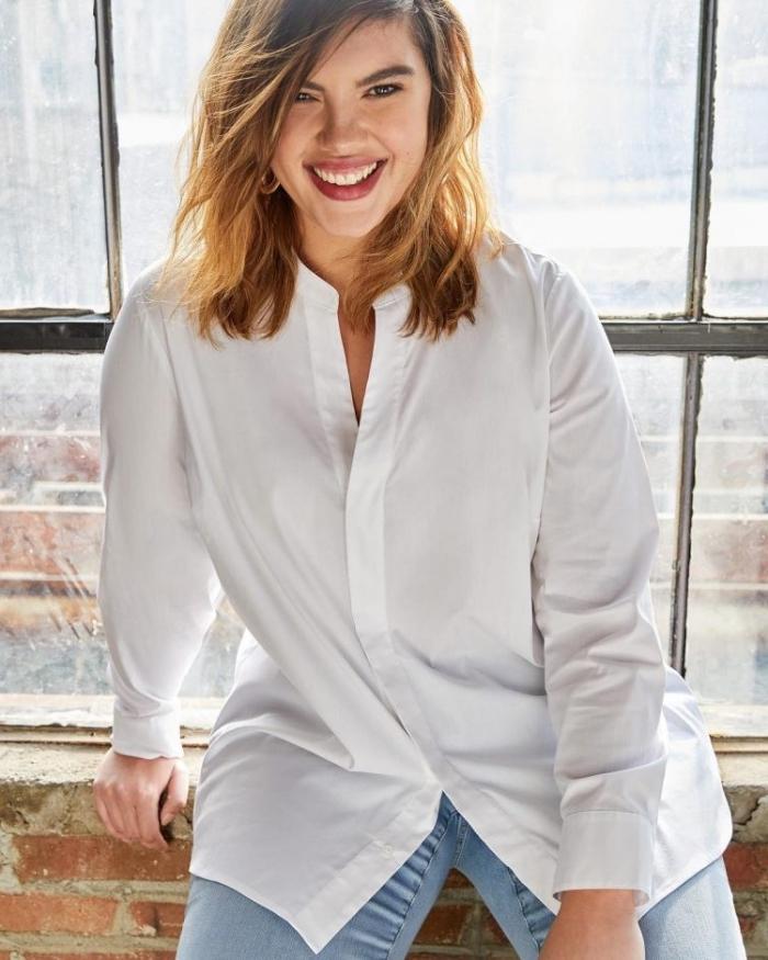 business outfit damen, weißes hemd in kombination mit helle jeans, ausgefallene mode für große größen