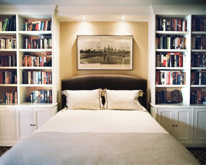 bücherregal-in-weiß-elegantes-schönes-schlafzimmer
