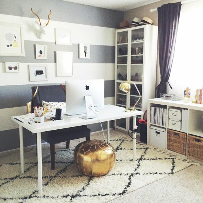 bücherregal-in-weiß-sehr-eleganter-und-gemütlicher-büroraum