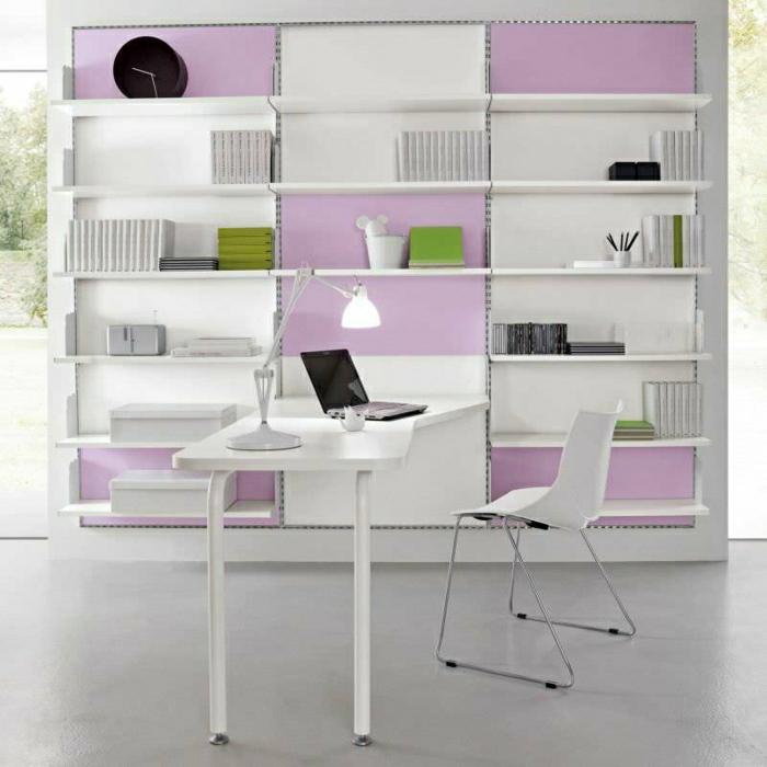 büromöbel-schreibtisch-weiß-Regale-Bücher-Laptop-Leselampe-Stuhl-elegantes-Design