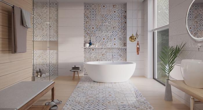 Badezimmer einrichten in marokkanischem Stil, Fliesen und Laminat, weiße Badewanne aus Keramik