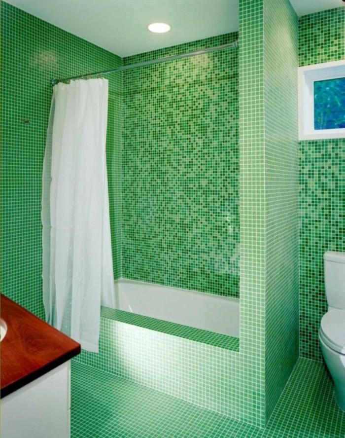 badezimmer-mit-mosaik-frisches-grünes-aussehen