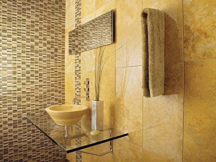 badezimmer-mit-mosaik-goldene-farbschemen