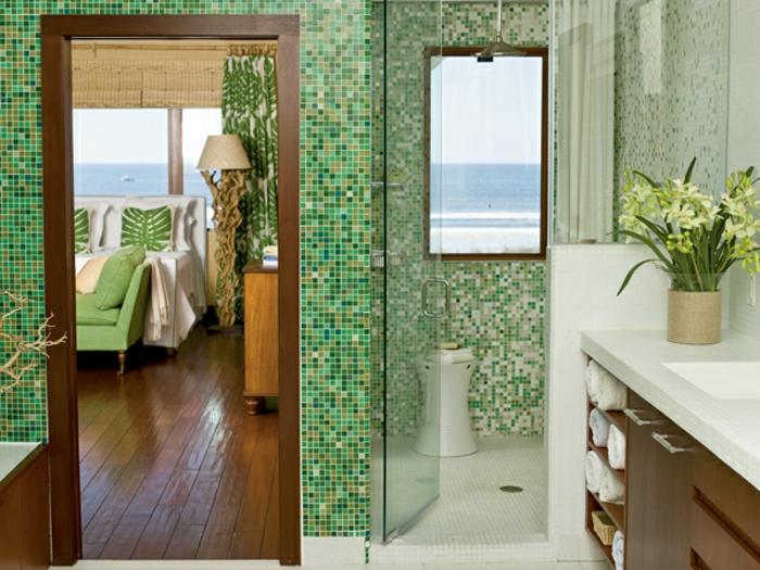 badezimmer-mit-mosaik-grüne-wände