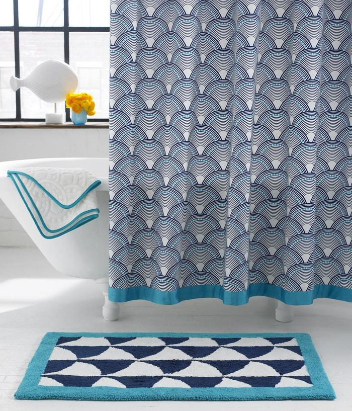 badezimmer-teppich-und-duschvorhang
