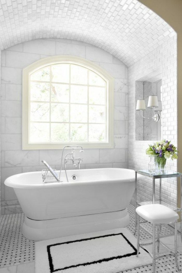 badezimmer- teppich-weiß-fliesendecke