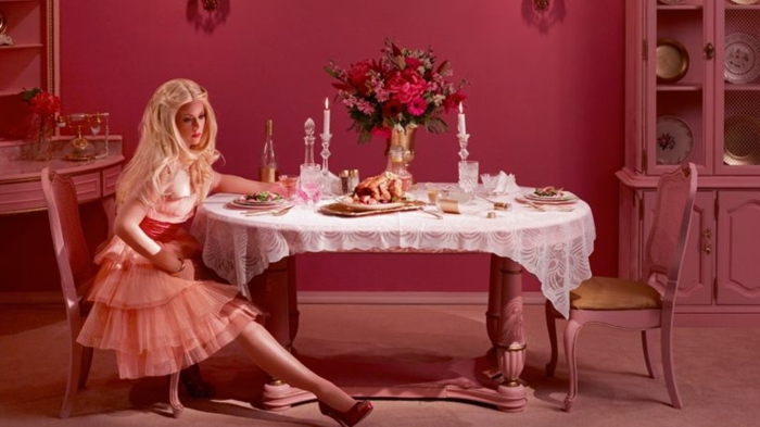 barbie- haus-esszimmer-in-rosa