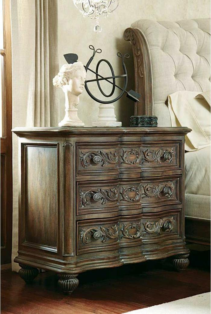 barockmöbel-hölzerne-Kommode-Ornamente-beige-Interieur-elegant-exquisit-Skulptur