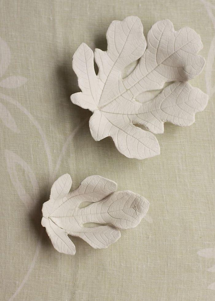 Herbstblätter aus Modelliermasse basteln, DIY Deko Idee für den Herbst