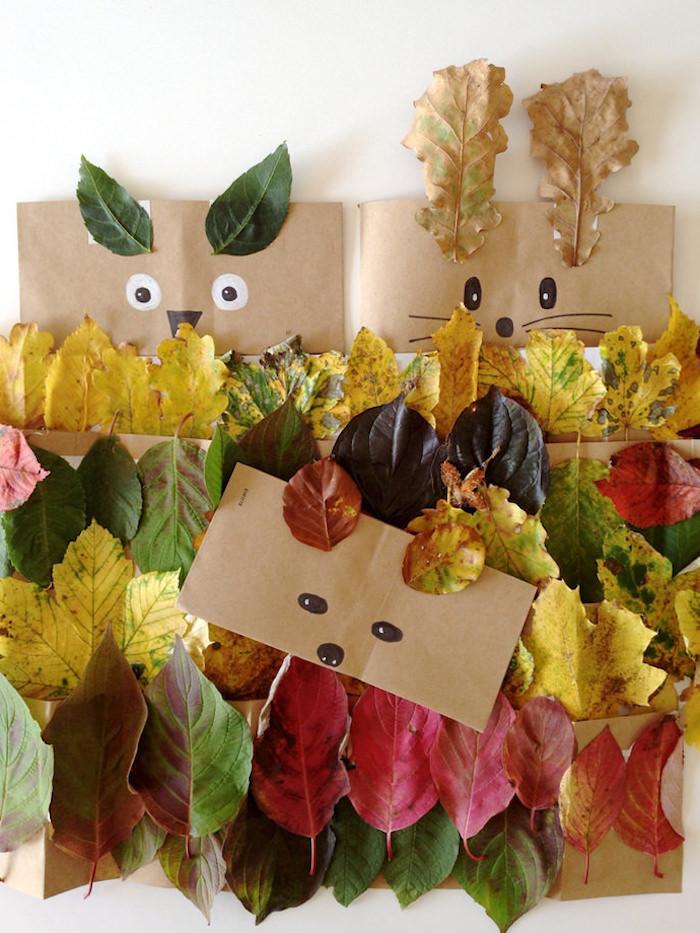 Bunte Herbstblätter mit Kindern sammeln, süße Tiere aus Herbstblättern und Papiertüten basteln