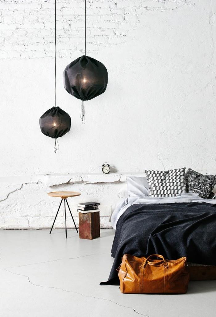 bett-mit-regal-schwarze-bettwäsche-hängende-lampen
