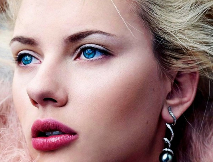 blaue-augen-betonen-super-schöne-rosige-lippen