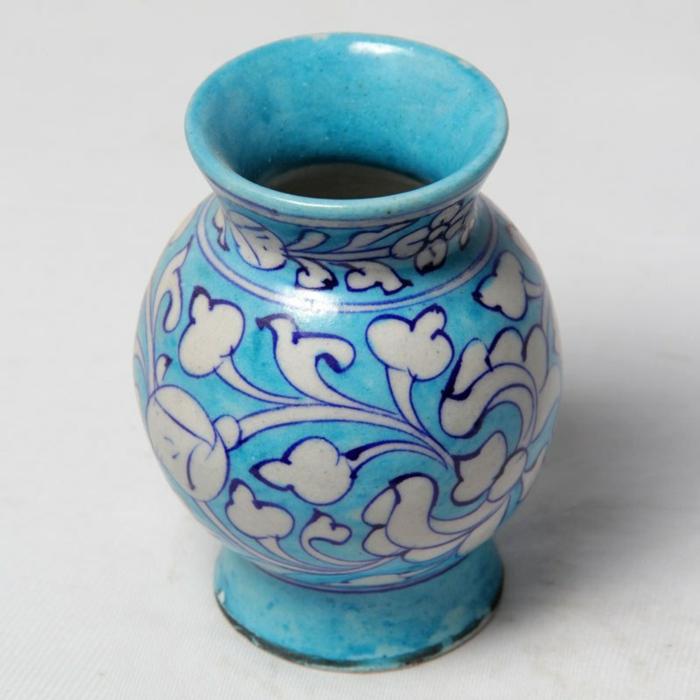 blaues-geschirr-blaue-vase