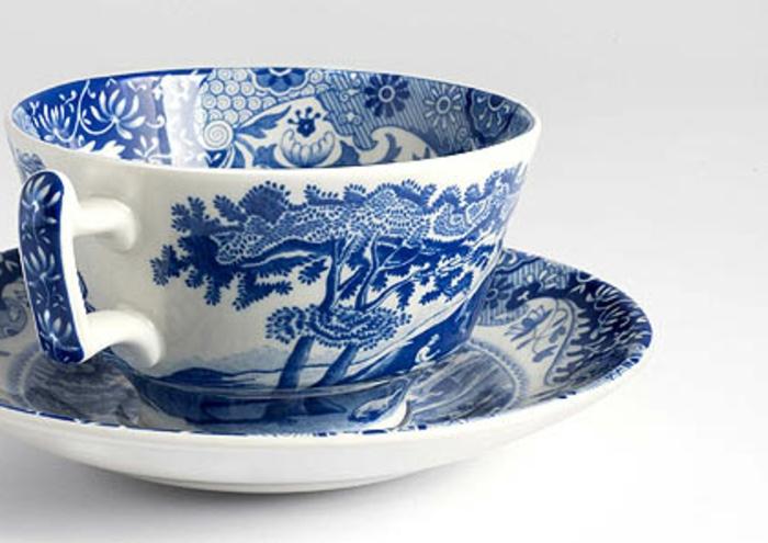 blaues-geschirr-eine-sehr-schöne-tasse