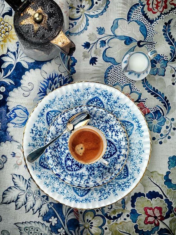 blaues-geschirr-foto-von-oben-gamacht