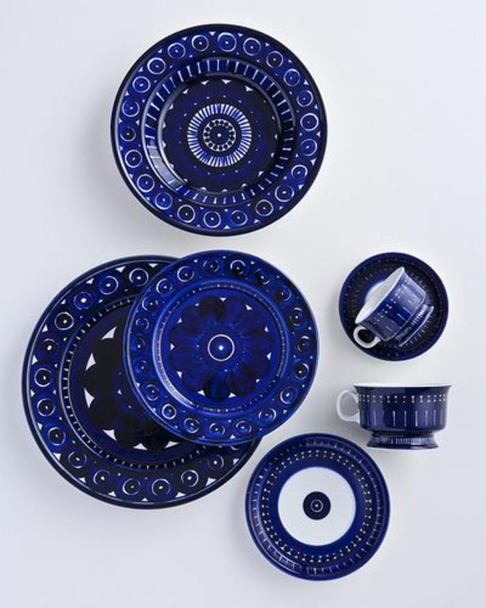 blaues-geschirr-interessante-gestaltung