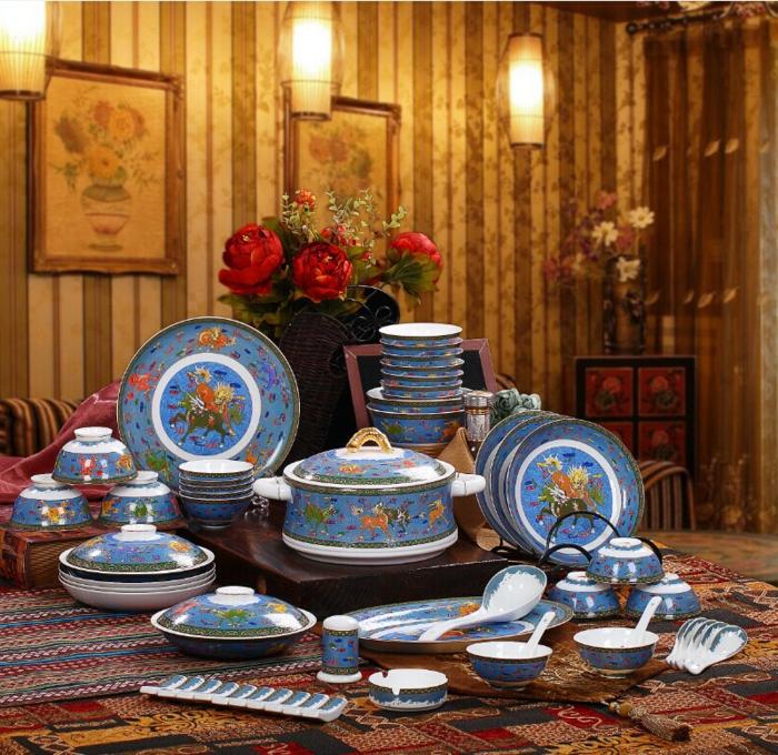 blaues-geschirr-retro-keramik
